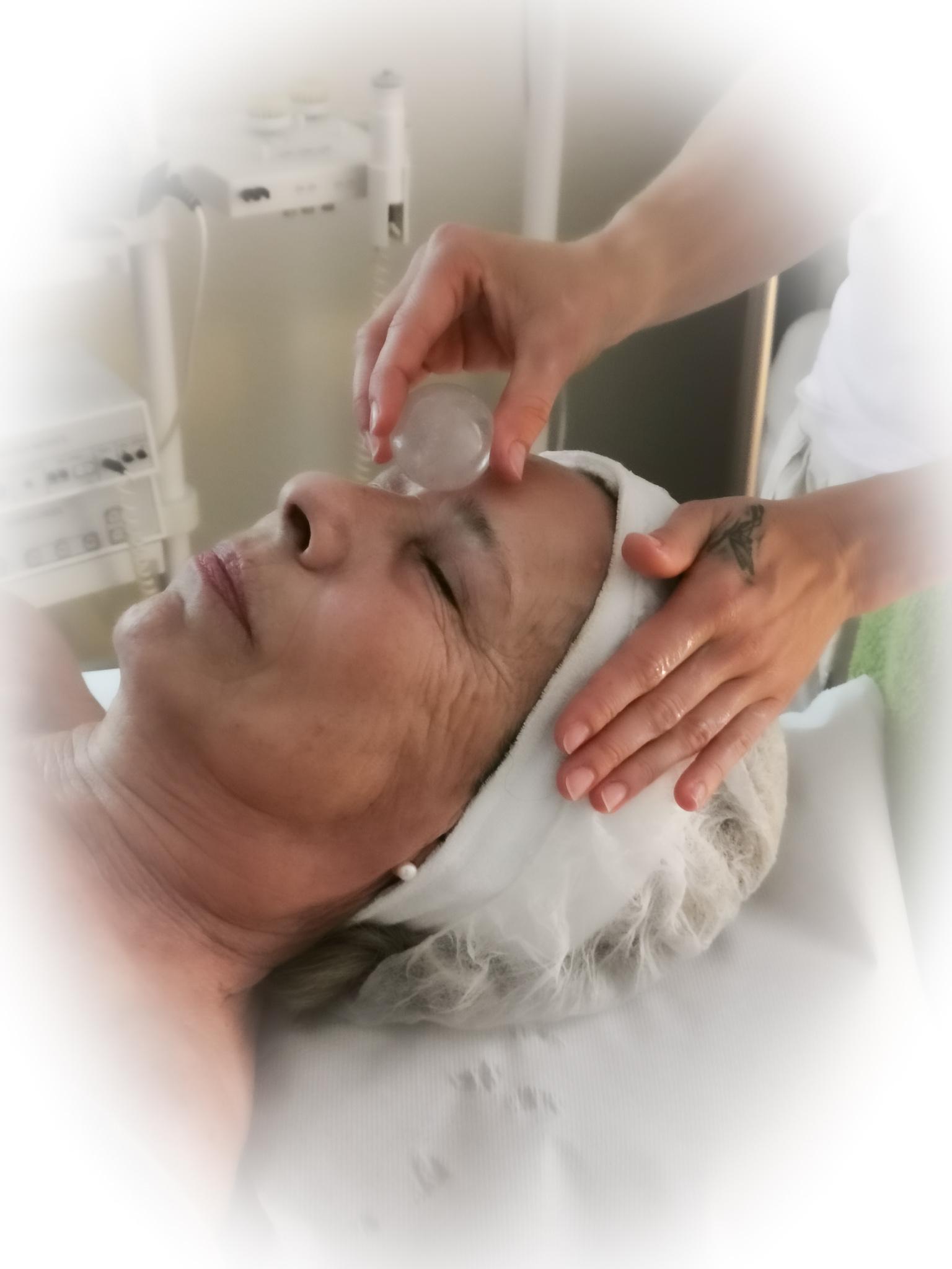 very-specials-kosmetik-massage-edelsteine-edelsteinmassage-hot-stone-freiburg